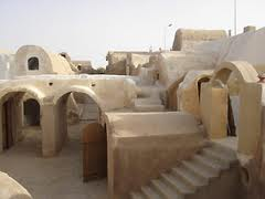Ejemplo de los diferentes niveles de las casas de Ksar Hadada